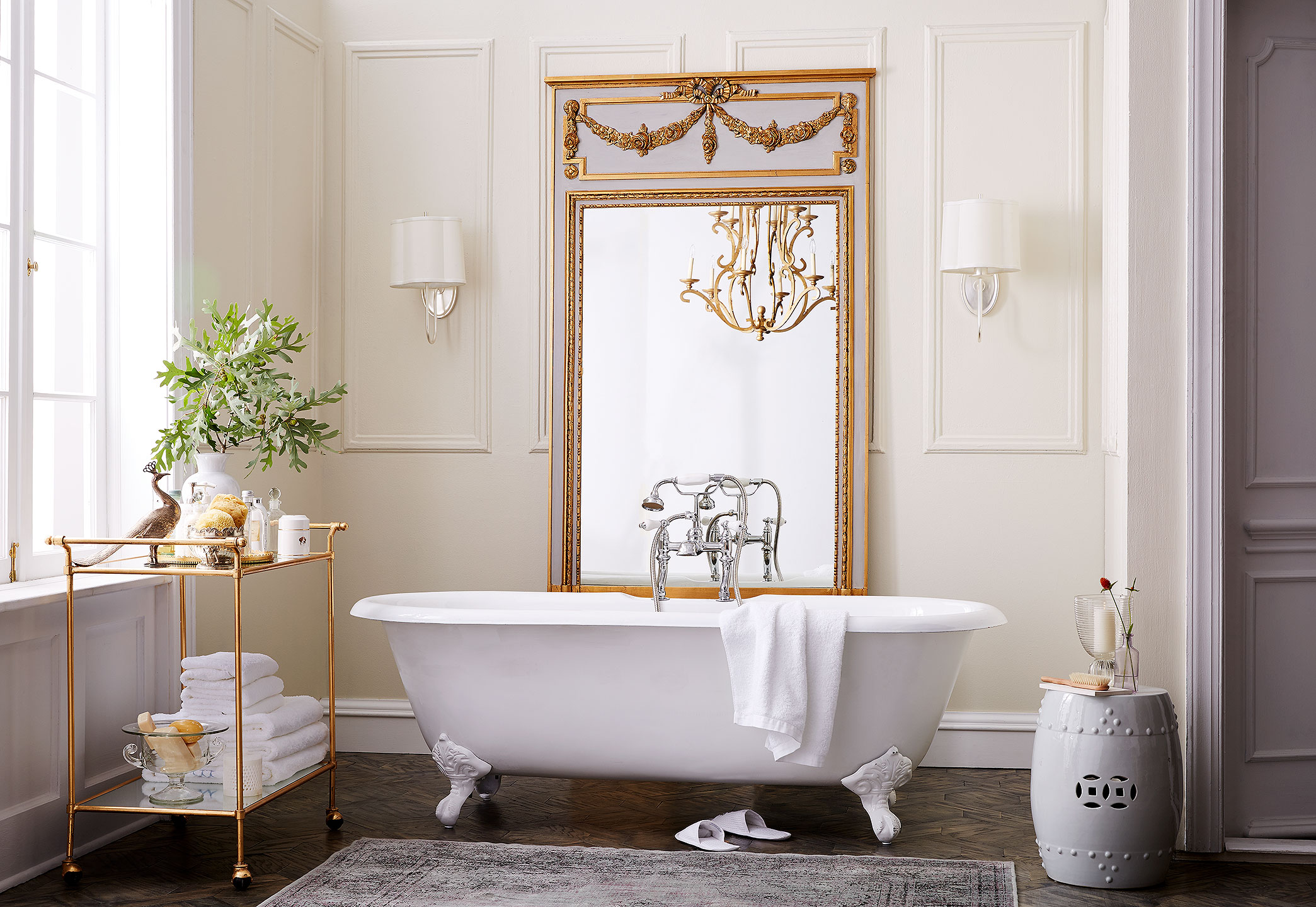 11_OKL_SIT_00074926_LIFE_CR_Spotlight-on-Oversized-Mirrors-392_YHK
